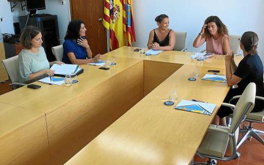 Desde la izquierda: Vanesa Parellada, Ana Juan, Alejandra Ferrer, Pilar Costa y Susana Labrador.