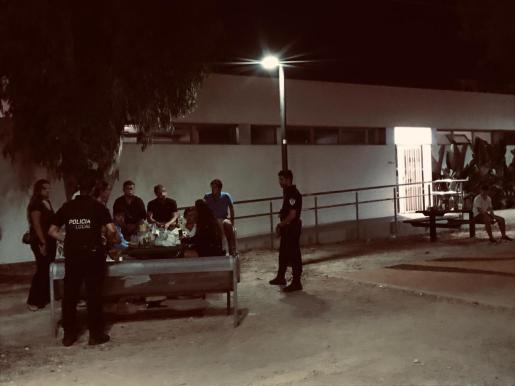 La Policía de Ibiza interpone 36 denuncias en una semana por consumir alcohol en la vía pública.