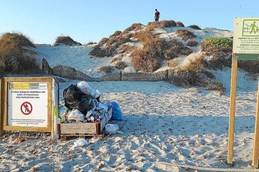 Margarita Prats se pregunta «¿por qué no se obliga a las compañías que explotan las boyas y a las de los barcos a recoger la basura?».