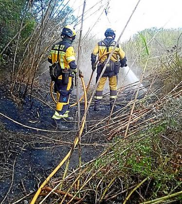 Efectivos del Ibanat trabajando en el incendio