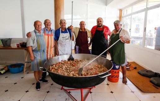 En la celebración popular en Platja d'en Bossa no faltó de nada.