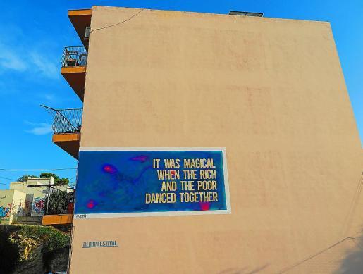 Mural del artista urbano AMADAMA realizado en Es Soto para el BLOOP Festival.