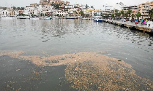 El tanque de tormentas evitará que se produzcan este tipo de vertidos al mar durante los temporales.