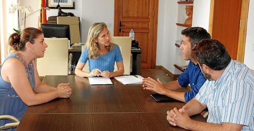 La reunión que tuvo lugar el jueves entre el ayuntamiento y Alianza por el Agua.