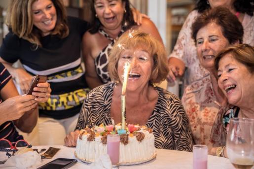 La celebración de los 69 veranos de Toñi.