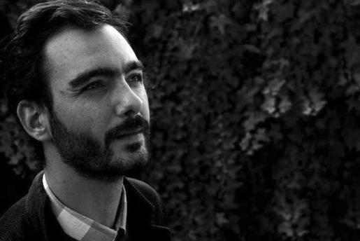 El director, que vive en Chile, pasó los dos primeros años de su vida en la isla