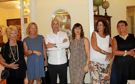 Mar Fernández, Mar Campuzano, Chus Burés, Isabel Bellido, Natalia Cuchí y María Luisa Safont.