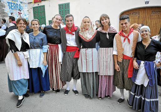 Isabel Cerdà, Catina Cerdà, Rosa Mas, Toni Joan Ferrer, Maria Antònia Salvà, Joana Maria Verger, Miquel Vanrell y Aina Coll.