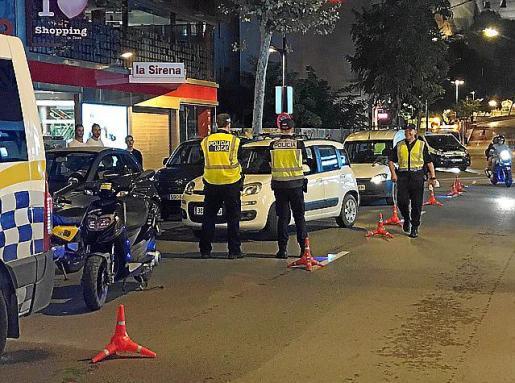 Un control policial en la avenida Ignasi Wallis.