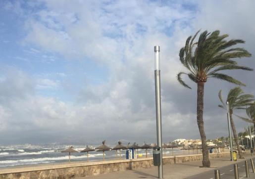 Imagen de la playa de Ciudad Jardín este martes por la mañana.