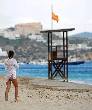 Ayer en las playas ibicencas se izó la bandera naranja.