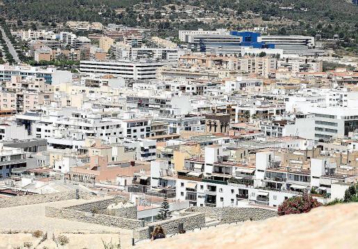 Vistas de la ciudad de Ibiza desde las murallas de Dalt Vila.