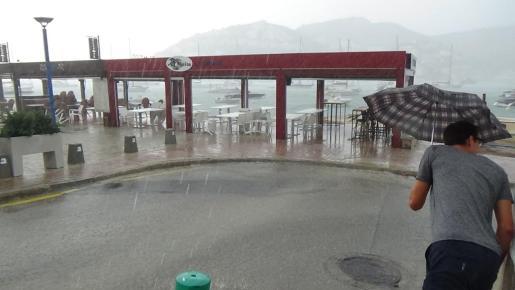 Las previsiones meteorológicas adversas han motivado la suspensión de las clases en los centros de la Serra.
