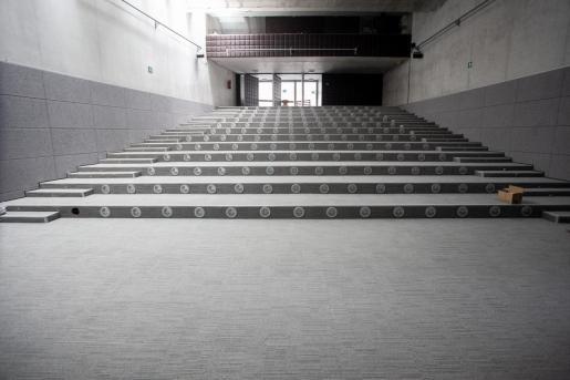 El auditorio, que presentaba filtraciones de agua.