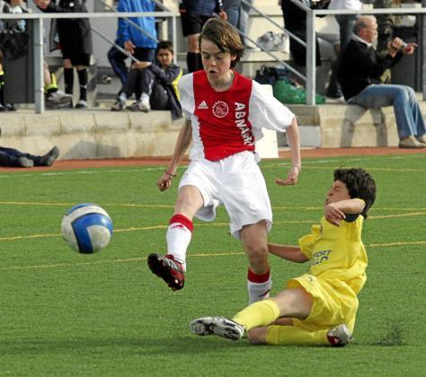 Una imagen de un partido de categorías inferiores entre el Ajax y el Villarreal de la extinta Ibiza Cup en el año 2008.