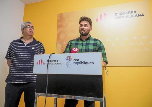 El presidente de ERC en las Pitiusas, Josep Antoni Prats, y el diputado del Congreso por ERC, Gabriel Rufián.