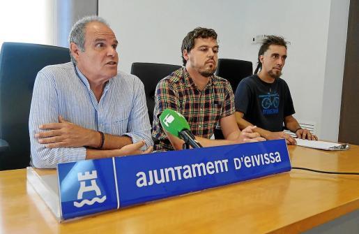 En la imagen, de izquierda a derecha, Aitor Morrás, Pablo Peñalva y Arturo Bandrés.