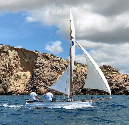 El bote 'Javi' en una de sus salidas con Javi Gómez y Toni Sendic a bordo.