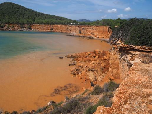 Imagen de la playa de Es Bol Nou tras los desprendimientos.