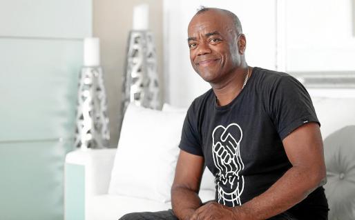 Recardo Patrick es un artista que lleva en Ibiza desde los años 80, trabajando en los mejores clubs y promoviendo la cultura.