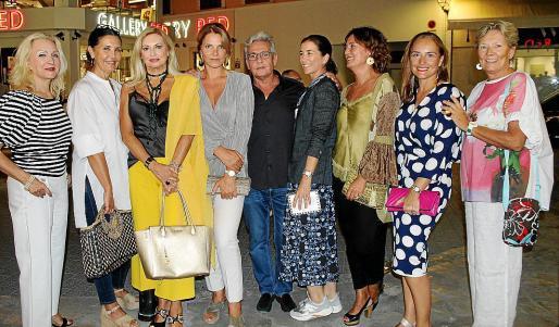Elena Baquera, Eugenia Zubillaga, Lydia Sanchís, Mariana Muñoz, Antonio Calvo, Mariana Chacón, Ana Ferrà, Gloria Rodríguez y Chantal Jourdain.