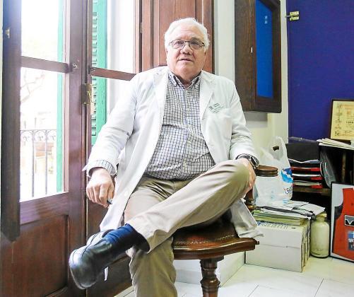Juan Tur Viñas es farmacéutico y promotor del hospital privado de Jesús.