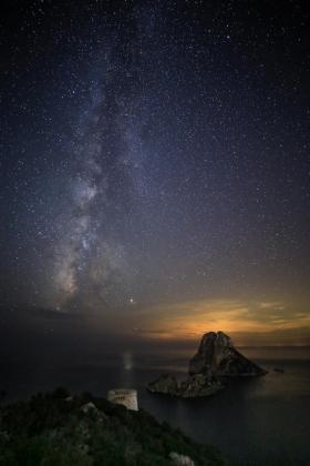 La Vía Láctea junto a Júpiter y es Vedrà.