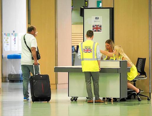 El consulado británico en Ibiza abrió ayer un punto de información en el aeropuerto.