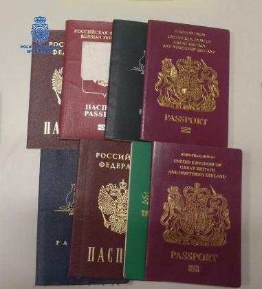 Pasaportes intervenidos.