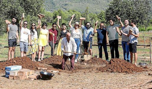La presentación del horno prehispánico del Festival cultural mexicano tuvo lugar ayer por la mañana en los jardines del agroturismo Atzaró.