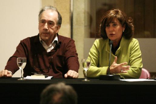 Joan Margarit y Lurdes Costa, en la presentación del Port Mediterrani del Llibre.