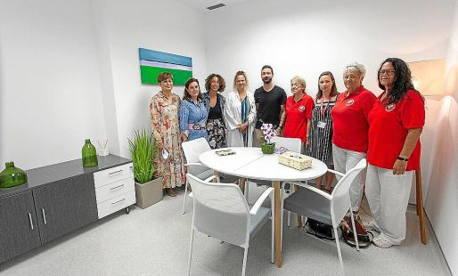 Las salas han sido redecoradas con la intención de crear un espacio más acogedor en el que pacientes y sanitarios puedan sentirse cómodos.