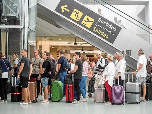Las repatriaciones de turistas afectados por la quiebra se sucederán hasta este domingo día 6.