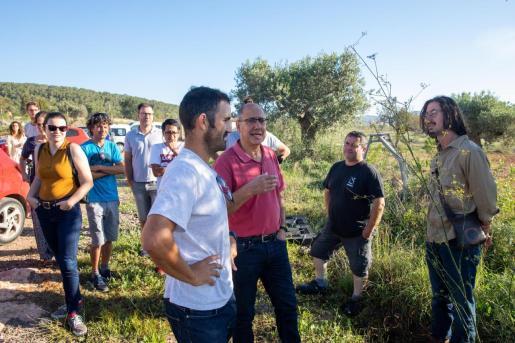Cultivo del azafrán. Jornada instructiva a cargo del investigador Horacio López, durante la mañana de ayer de 9.00 a 11.30 horas, en la finca de Can Palau.