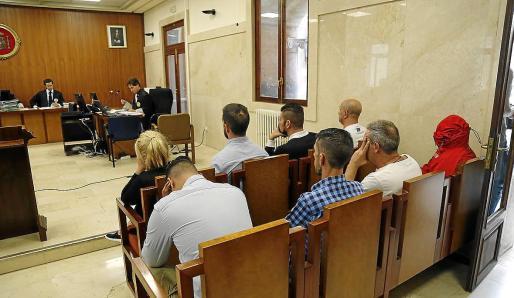 Nueve de los 11 acusados aceptaron penas de hasta tres años y tres meses de cárcel.