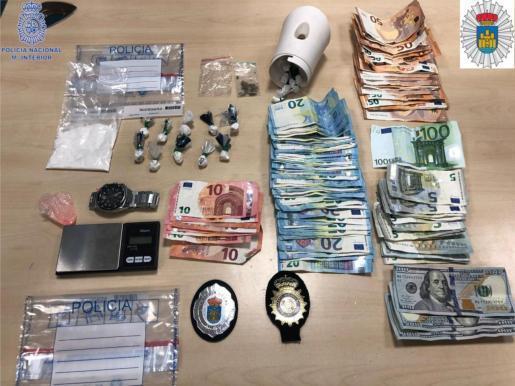 Material incautado por parte de la Policía Nacional y la Policía Local de Ibiza.