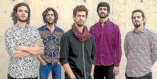 El grupo Los Aurora, con el ibicenco Joan Carles Marí, actúa este sábado en Cala de Bou.