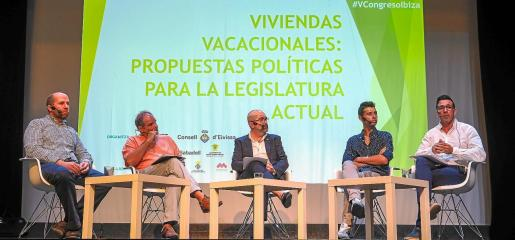 El Centro Cultural de Jesús acogió la quinta edición del V Congreso de Viviendas Turísticas Vacacionales de Ibiza.