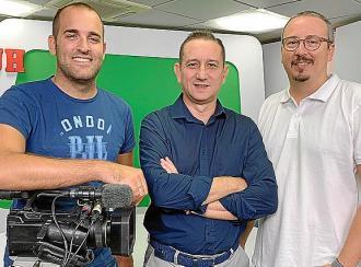 Un proyecto conectado a un equipo multimedia