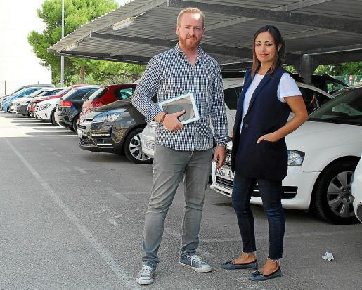 En la imagen, Ignacio Oroval y Amparo Albelda, que junto a Mario Oroval y Sergio Collado han desarrollado esta iniciativa que aspira a convertirse en el mejor proyecto de Connect'Up Grow. Mercado no les falta: según Ignacio Oroval, cada año se llevan a cabo dos millones de compra-ventas de vehículos de segunda mano.
