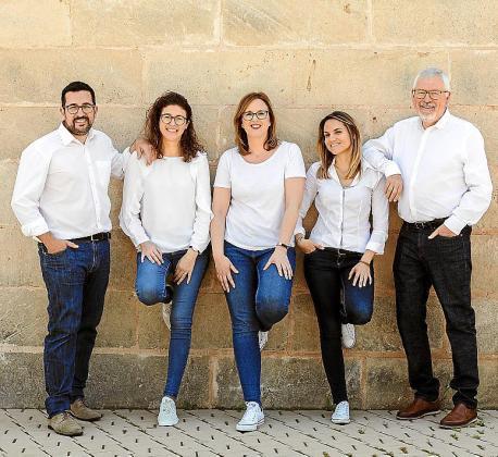 Go Consulting está formado por Jorge Serrano, Patricia Tejada, Lilian Goberna, Goretti Tur y Rafael Goberna, que trabajan tanto en multinacionales como pequeñas organizaciones de IT, turismo y Tercer Sector.