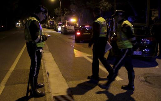 La Policía Local montó un operativo para detener a los jóvenes.