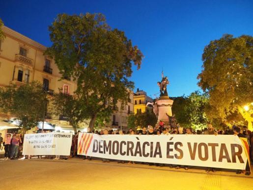Concentración en Vara de Rey en defensa del derecho a decidir de Cataluña.