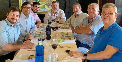 Juan García Caldentey (neurólogo), Carlos Barreiro (internista), David Rodríguez (hematólogo), Toni Serra Mir (internista), Toni Vidal, Biel Vanrell y Paco López (cardiólogo).