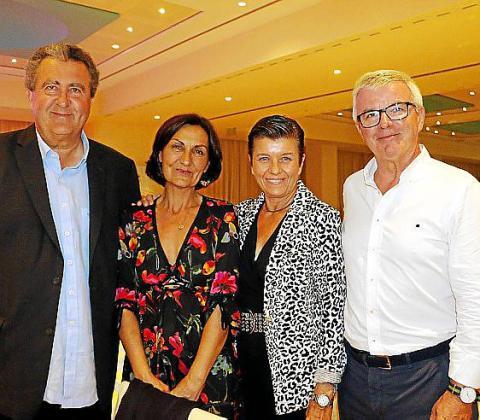 Ramón Servalls, Tonina Bestard, Carmen Serra y Llorenç Julià.