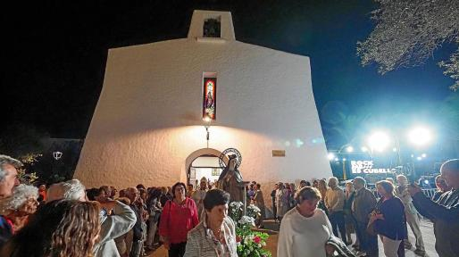 El día de Santa Teresa en Es Cubells contó con misa, procesión y la demostración de ball pagès a cargo del Grup Folklòric Sant Agustí.