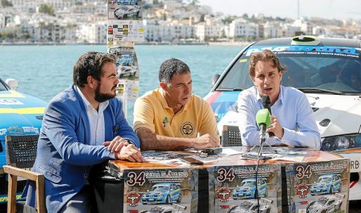 Santiago Marí, José Antonio Vázquez y Salva Losa, ayer durante la presentación de la carrera en el restaurante sa Calma.