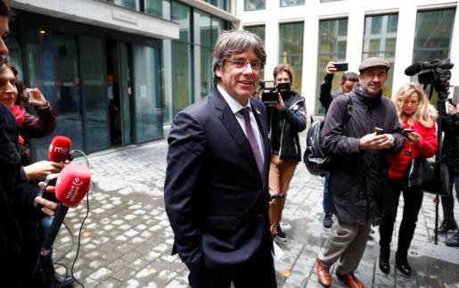 El expresidente de Cataluña Carles Puigdemont abandona el Palacio de Justicia de Bélgica tras comparecer ante las autoridades por la euroorden.