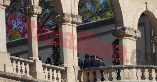 Primera imagen de la boda de Rafa Nadal y Maria Francisa Perelló. La novia aparece en la parte izquierda de la imagen con un velo blanco.
