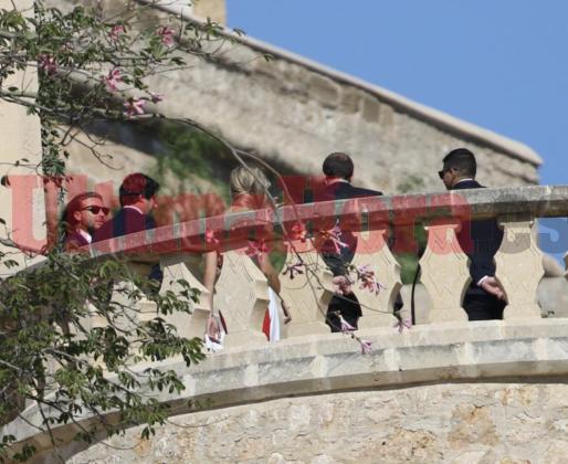 Los testigos del novio, entre los que se incluye Maria Isabel Nadal, su hermana.